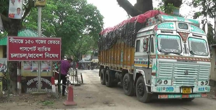 More than 150 onion-loaded trucks stranded on the Indian side of the border at Hili Land Port in Dinajpur. Indian customs autorities did not allow any single truck to enter Bangladesh though the local importers paid for the onion on these trucks. PHOTO: DAILY OBSERVER