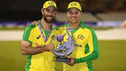 Glenn Maxwell and Alex Carey with the winner's trophy(Getty Images)