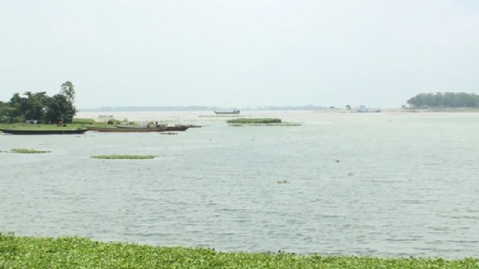 Water rises in Jamuna, sparks fear of another flood among Sirajganj dwellers