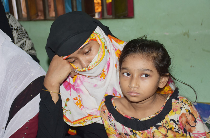 Deceased Abdul Aziz's wife Asma Begum and his daughter. Photo: Observer/Pappu