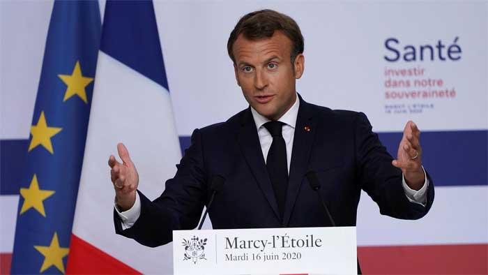 French president Emmanuel Macron visited a Sanofi site near Lyon, France, on Tuesday © REUTERS