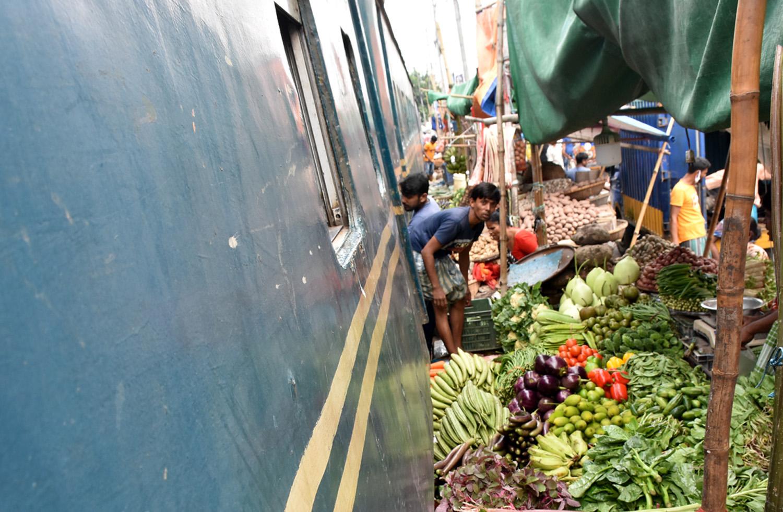 Derailment snaps Dhaka-N'ganj train service