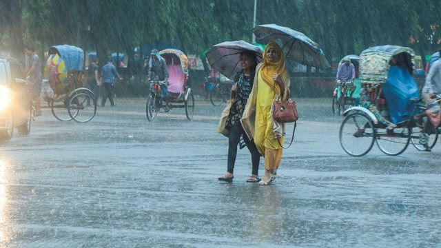 Heavy rainfalls in three divisions from Saturday, temperature will fall