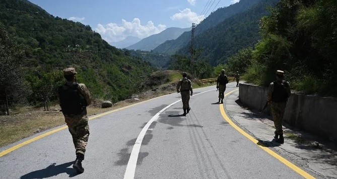 Pakistani troops patrol near the Line of Control in Chakothi sector, in Pakistan-administered Kashmir on August 29, 2019. (AFP file photo)