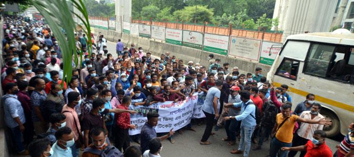 Migrant workers take to street again demanding extension of visas