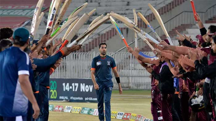 Umar Gul was given a guard of honour from teammates and opponents after his final match Aamir QURESHI AFP