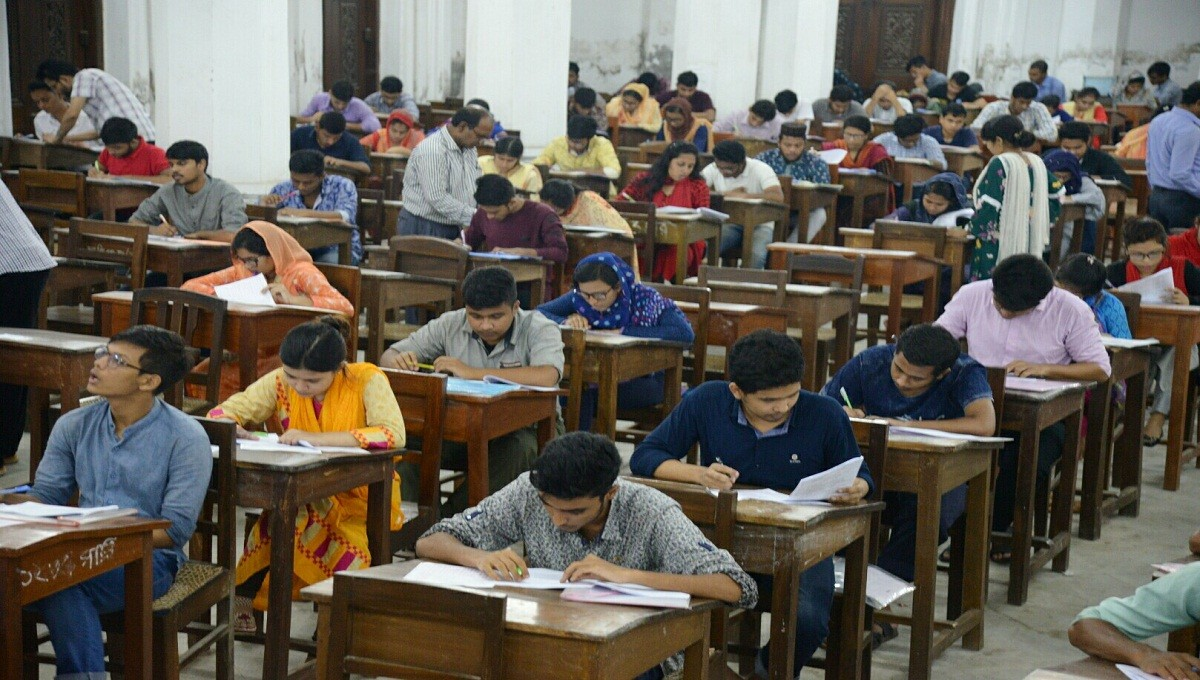 Public university will take entry tests