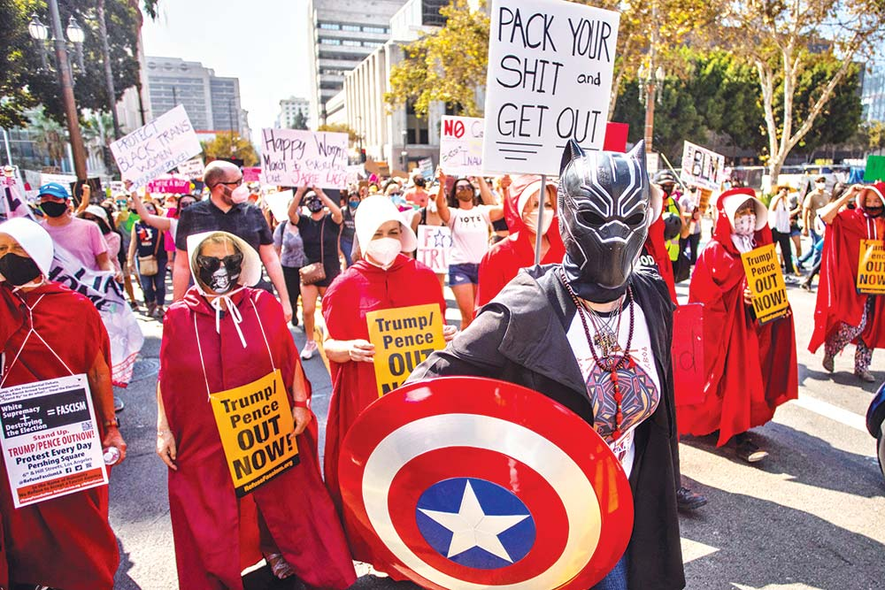 Protesters demonstrate during a Women's March advocating for women's rights on October 17 in Los Angeles, California. Thousands of women nationwide participated in pre-election demonstrations encouraging voters to oppose President Donald Trump and other Republican candidates in the upcoming November elections.	photo : AFP