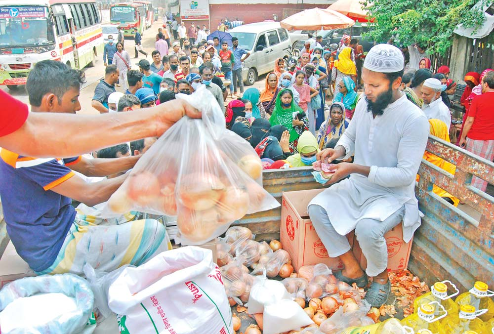 People standing in long queue to buy onions at reduced price from a truck of the state-run Trading Corporation of Bangladesh (TCB) in the capital's National Press Club area on Sunday.photo: Observer