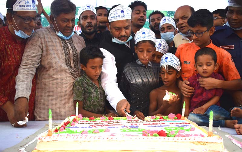 Bhola-3 Constituency MP Nurunnabi Chowdhury Shawon cutting cake along with children at Sajib Wazed Joy Digital Park in Lalmohan Upazila on Sunday.	photo: observer