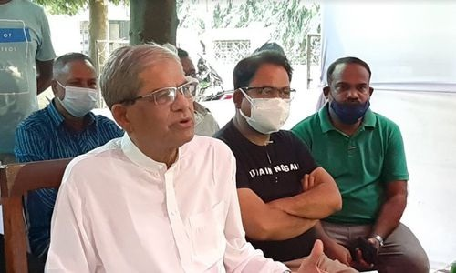 BNP Secretary General Mirza Fakhrul Islam Alamgir addressing a press conference at his house at Kalibari in Thakurgaon district on Tuesday afternoon.