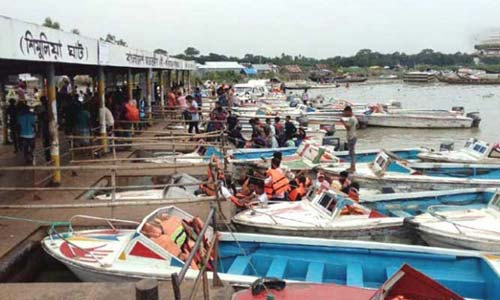 Launches, speedboats on Shimulia-Kanthalbari route halted