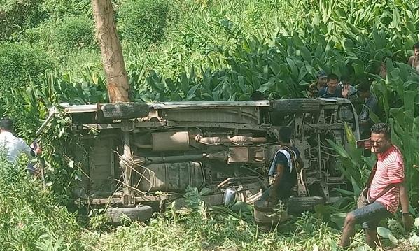 Nine injured as picnic microbus overturns in Rangamati