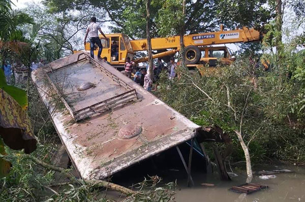 Mother-daughter killed in Natore road accident