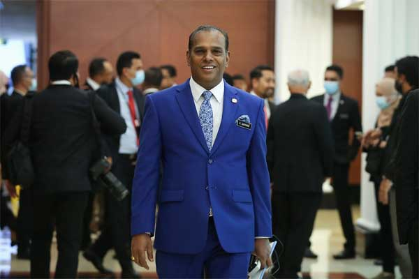 Human Resources Minister Datuk Seri M. Saravanan said the advertisement on vacancies at MYFutureJobs should not be less than 14 days for the rehiring programme of foreign workers in the country and 30 days for the application of expatriates. — Picture by Yusof Mat Isa