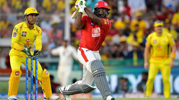 Chris Gayle (C) during holds the record for sixes in the IPL | Sajjad HUSSAIN | AFP