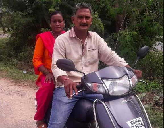 Selvam and Sangeetha travelled from Mumbai to Pudukkottai on a scooter to surprise their children | EXPRESS