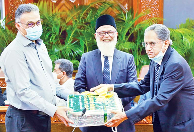 More banks donate blankets to PM's Relief Fund