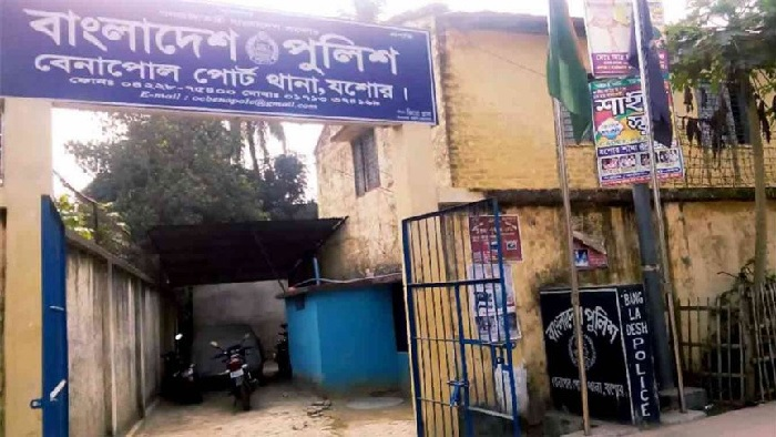 UP member held with 9 pistols