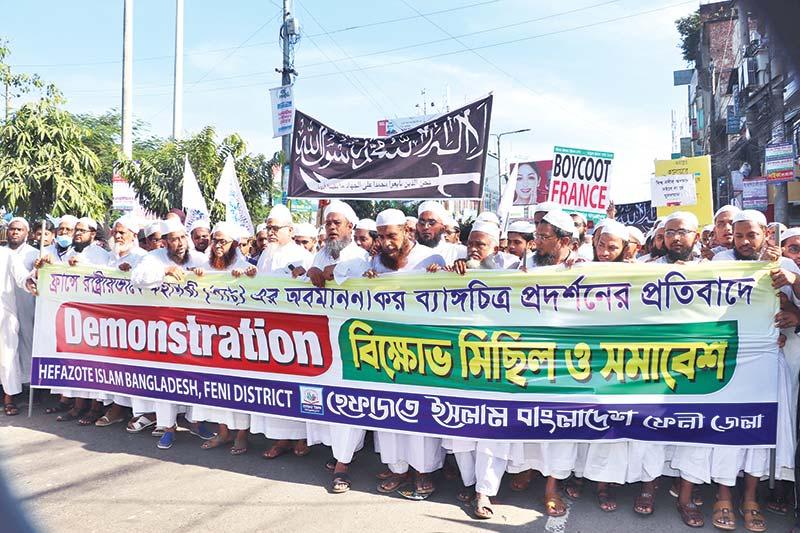 Hefazat-e-Islam Bangladesh brought out a procession in Feni