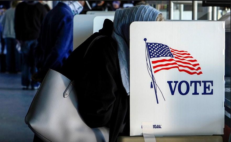 Trump, Biden seek battleground state votes on last full day of campaign