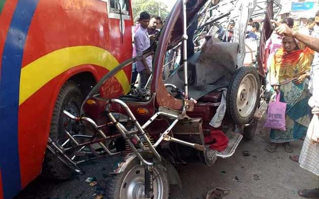 Rajshahi road crashes leave 3 dead, six injured