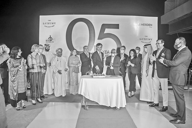 Le Méridien Dhaka General Manager Constantinos S Gavriel flanked by guests and his colleagues cutting a cake to celebrate the 5th anniversary at the hotel premises, in Dhaka recently