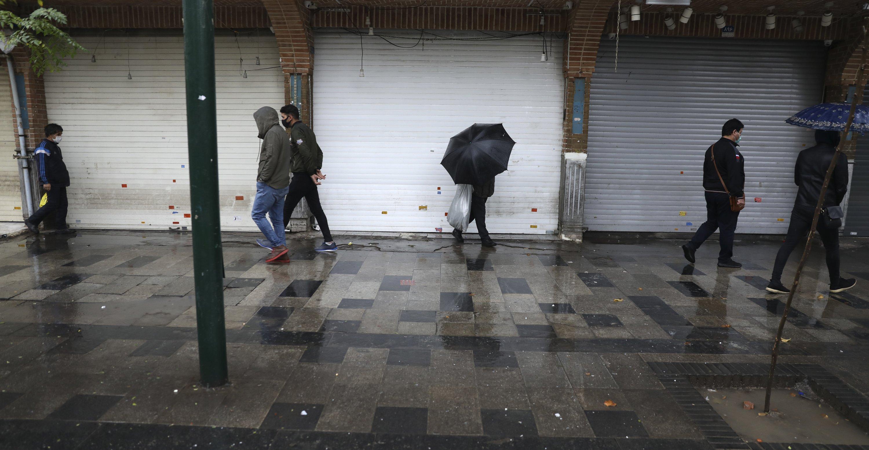 Iran closes businesses, curtails travel amid virus surge