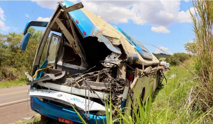 Bus-truck collision killed 40 in Brazil