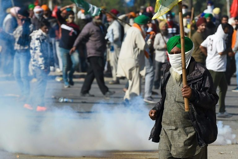Indian police clash with farmers for second day