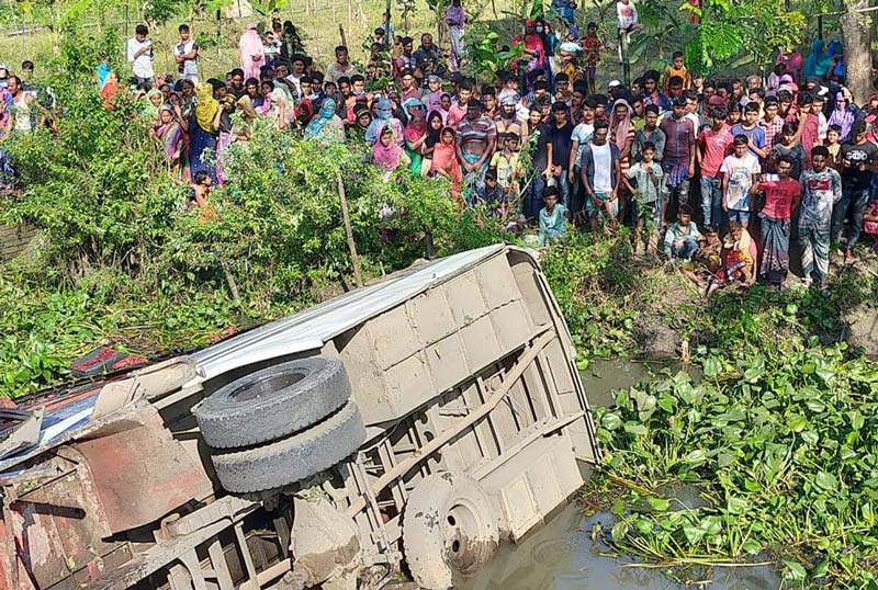 4 killed in Gopalganj bus accident