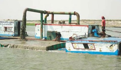 6 dredgers seized for illegal sand lifting in Manikganj