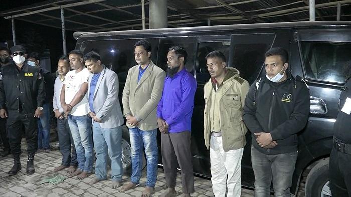 Seven held with hemp in Jashore