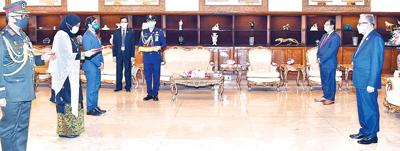 Malaysian High Commissioner to Bangladesh Haznah Md Hashim presenting her credentials to President M Abdul Hamid at Bangabhaban in the capital on Thursday.photo: pid