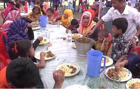 Rohingyas enjoy traditional 'Mezban'
