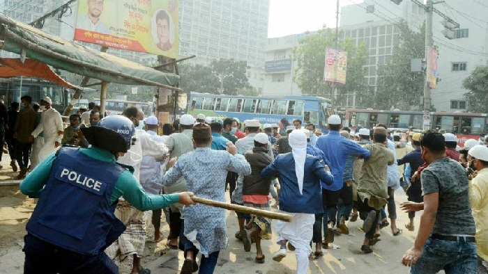 Anti-sculpture procession from Baitul Mukarram, police disperse protesters