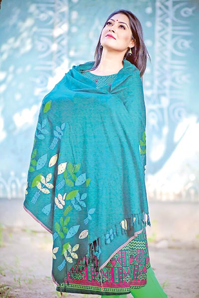 Savour your winter with shawl