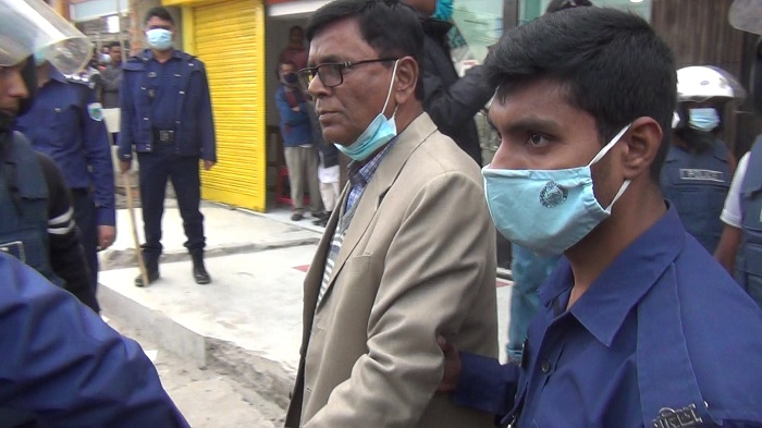 Joypurhat District BNP convener, joint convener and 21 workers were detained by police on Wednesday afternoon on charge of their alleged plan to commit subversive acts.