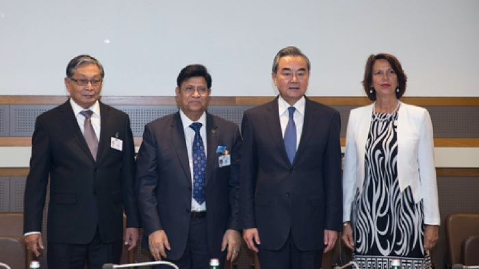Chinese Foreign Minister Wang Yi hosted a trilateral meeting with Myanmar and Bangladesh ministers in New York to resolve the Rohingya refugee crisis at the earliest possible date, create a working mechanism to help refugees return to their home and promote economic development and people's livelihood in Myanmar's Rakhine state on September 24, 2019. [FILE PHOTO]