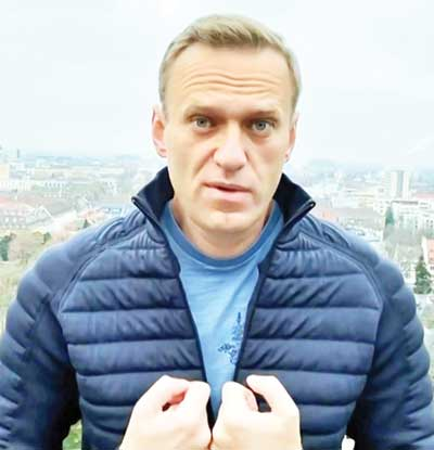 Navalny to fly to Russia