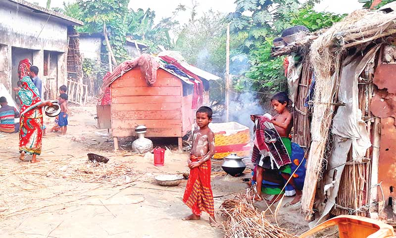 Char people pass tough times in Bhola