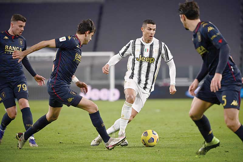 Juventus' Portuguese forward Cristiano Ronaldo runs with the ball during the Italian Cup (Coppa Italia) round of sixteen football match Juventus vs Genoa on January 13, 2021 at the Juventus stadium in Turin. photo: AFP