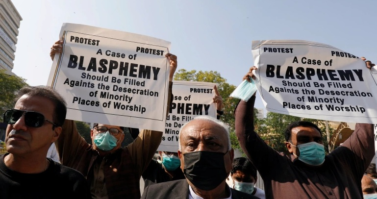 People from Pakistan's Hindu minority hold signs to condemn the attack on the temple during a protest in Karachi [File: Reuters]