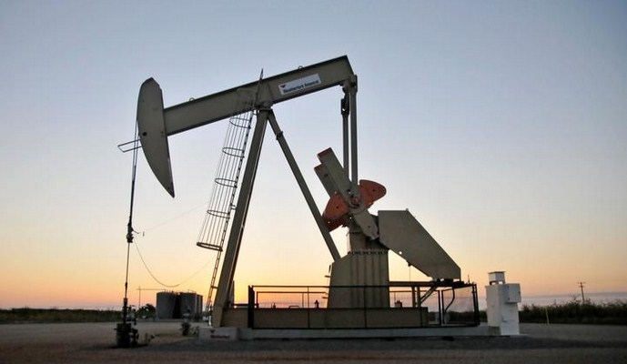 Oil falls as China lockdown, US unemployment data temper gains