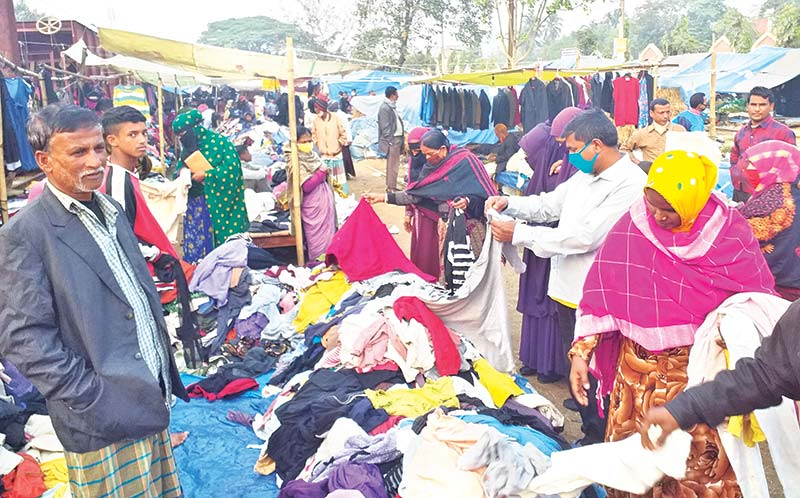 The photo shows people purchasing warm clothes in a Joypurhat market.photo: observer