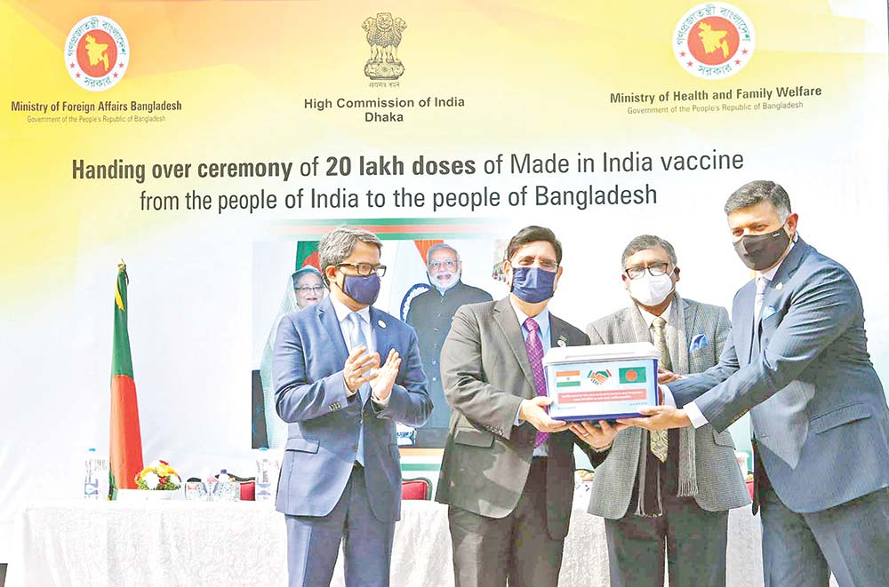 Indian High Commissioner Vikram Doraiswami handing over 2 million coronavirus vaccine doses to Foreign Minister AK Abdul Momen as gift from India to Bangladesh at the state guesthouse Padma in Dhaka on Thursday. Health Minister Zahid Maleque and State Minister for Foreign Affairs Shahriar Alam were present at the event.PHOTO: PID