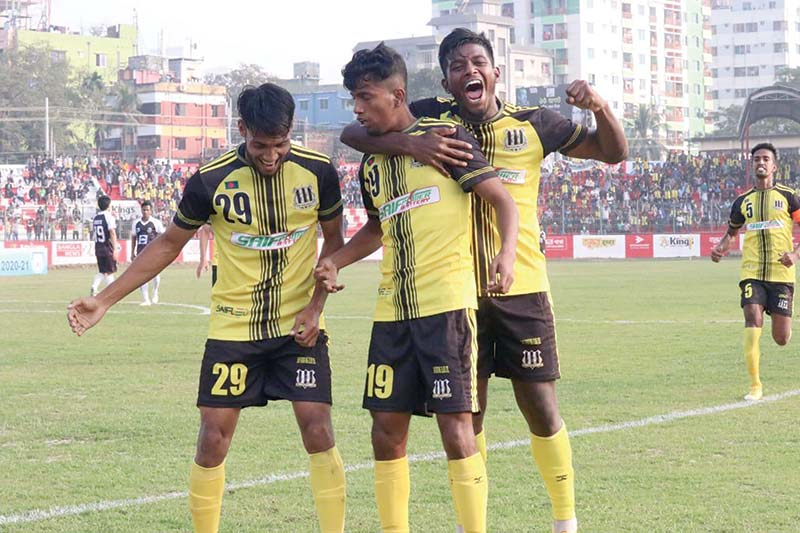 Players of Saif Sporting Club celebrating their win against Mohammedan Sporting Club in the Bangladesh Premier League at the Shaheed Dhirendranath Datta Stadium in Cumilla on Thursday. photo: BFF