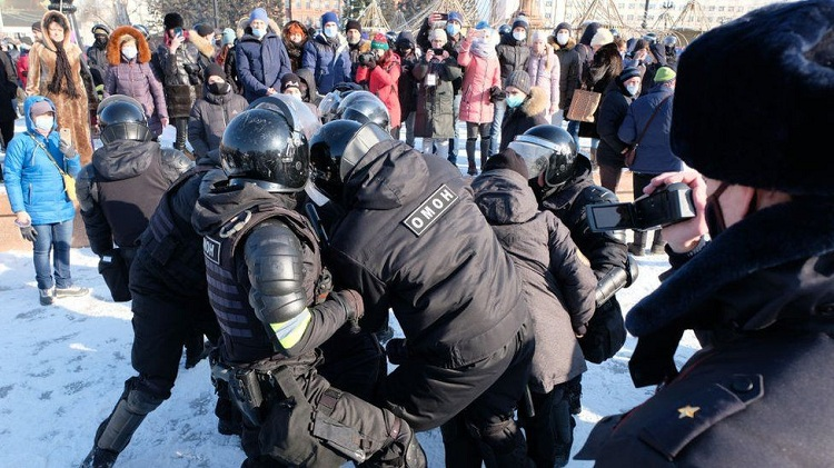 """Police warned that unsanctioned protests - such as here in Khabarovsk - would be """"immediately suppressed"""". Photo: Getty Images"""