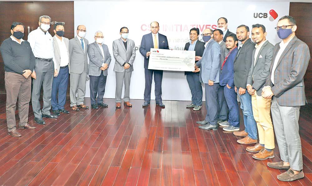 UCB Executive Committee Chairman Anisuzzaman Chowdhury Ronny, accompanied among others