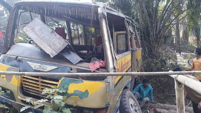 One killed, 9 injured as bus falls into roadside ditch